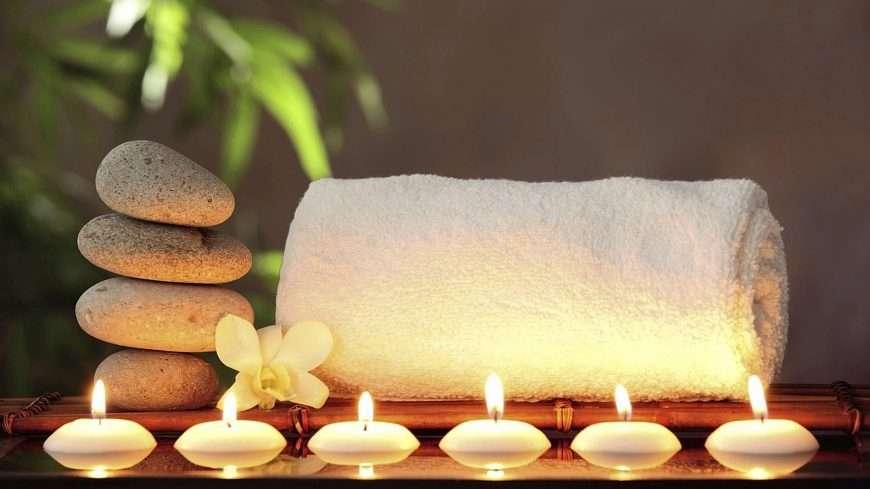 Beneficios masaje con piedras volcánicas